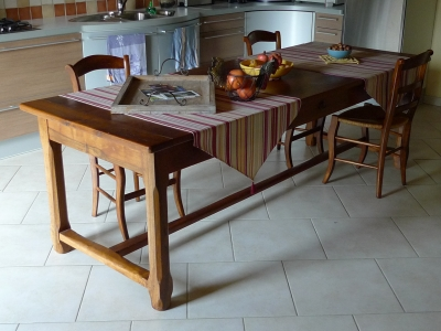 table de ferme en noyer