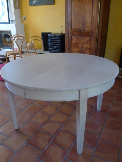 Table ronde pieds fuseau 8