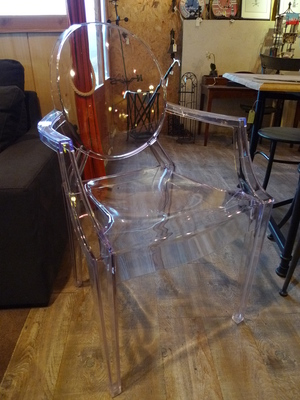 chaise Ghost 2